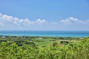 西大岳展望台より眺める小浜島の写真素材 [FYI04925591]