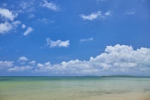 小浜島のビーチの写真素材 [FYI04925599]