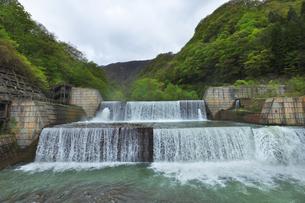 新潟県 関川1号砂防えん堤の写真素材 [FYI04926226]