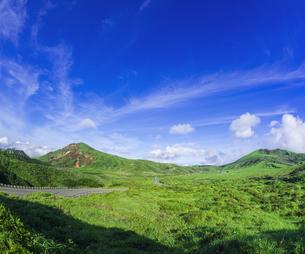 熊本県 風景 阿蘇山上広場駐車場よりの眺望の写真素材 [FYI04926553]