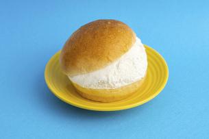 【スイーツ】マリトッツォ お菓子の写真素材 [FYI04927106]