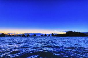夜明けの橋杭岩,超広角(和歌山県東牟婁郡串本町)の写真素材 [FYI04928206]