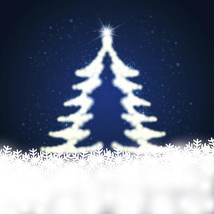 雪の結晶と輝くクリスマスツリーのイラスト素材 [FYI04928670]