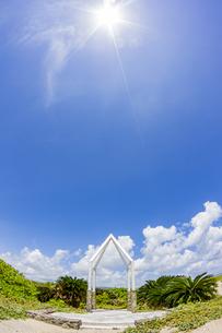 嘉弥真島のウェディングモニュメントの写真素材 [FYI04928901]