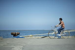 埠頭サイクリングの写真素材 [FYI04928950]