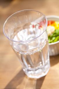 グラスの水の写真素材 [FYI04929217]