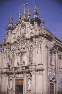 ポルトガル ポルトの古いカトリック教会外観の写真素材 [FYI04929434]