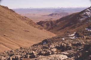 モロッコ ティネリール近郊トドラ渓谷の絶景トレッキングの写真素材 [FYI04929501]