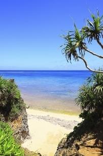 沖縄・池間島 カギンミビーチと海の写真素材 [FYI04929588]