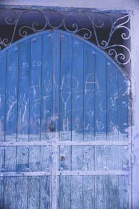 モロッコの人気観光地シェフシャウエン旧市街青の街のフォトジェニックな街並みの写真素材 [FYI04929618]