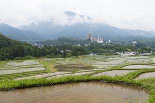 寺坂棚田と武甲山の写真素材 [FYI04929676]