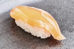 【和食】サーモンの寿司 握り寿司の写真素材 [FYI04930032]