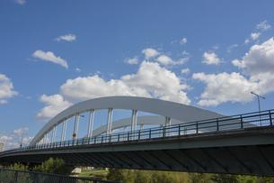 アーチ橋と青空の写真素材 [FYI04930130]