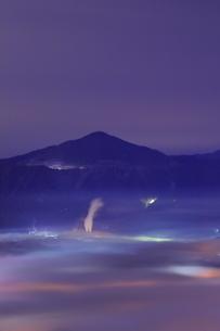 秩父盆地の雲海夜景の写真素材 [FYI04930179]