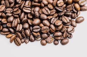 【カフェ】コーヒー豆 背景素材の写真素材 [FYI04930194]