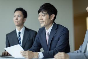 商談中のビジネスマンの写真素材 [FYI04930349]