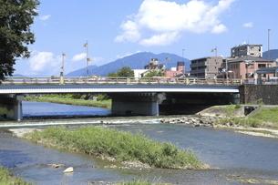 夏の五条大橋の写真素材 [FYI04937642]