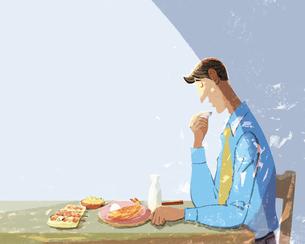 焼き魚と焼き鳥を食べながら一人お酒を飲む男性のイラストのイラスト素材 [FYI04938612]