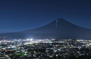 吉田の火祭りの夜景の写真素材 [FYI04938696]