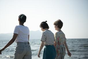 Z世代と海洋環境の写真素材 [FYI04939424]