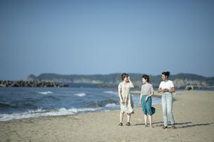 Z世代と海洋環境の写真素材 [FYI04939434]