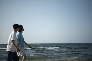 Z世代と海洋環境の写真素材 [FYI04939449]