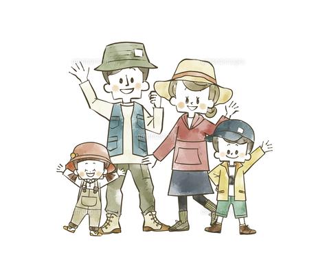 アウトドアウェアの家族のイラスト素材 [FYI04940403]