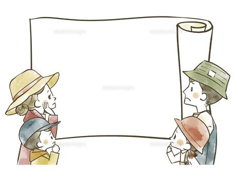 アウトドアウェアの4人家族とコピースペースのイラスト素材 [FYI04940414]