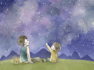 星空を見上げている父と息子のイラスト素材 [FYI04940419]
