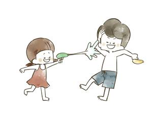 水鉄砲で遊んでいる子供たちのイラスト素材 [FYI04940437]