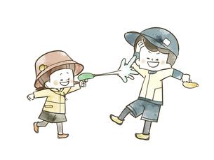 水鉄砲で遊んでいる子供たちのイラスト素材 [FYI04940441]