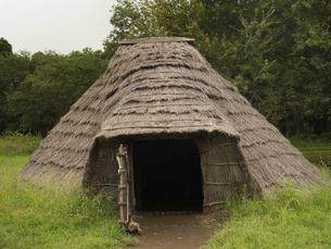 加曽利貝塚公園の復元竪穴式住居 千葉県の写真素材 [FYI04940689]