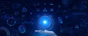 テクノロジーとインターフェースのイラストを支えるビジネスマンの手のひらのイラスト素材 [FYI04940913]