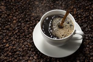 コーヒーを入れるの写真素材 [FYI04941032]