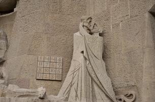 サグラダ・ファミリア 受難のファサードのイエスとユダの写真素材 [FYI04941191]