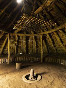 加曽利貝塚公園の復元竪穴式住居 千葉県の写真素材 [FYI04941340]