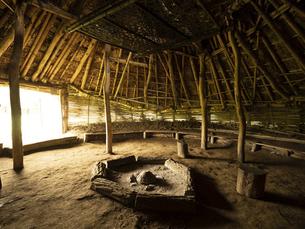 加曽利貝塚公園の復元竪穴式住居 千葉県の写真素材 [FYI04941354]