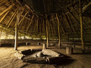 加曽利貝塚公園の復元竪穴式住居 千葉県の写真素材 [FYI04941356]