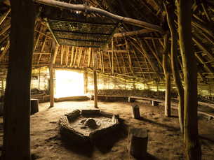 加曽利貝塚公園の復元竪穴式住居 千葉県の写真素材 [FYI04941360]