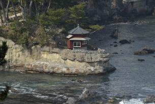 五浦海岸の六角堂の写真素材 [FYI04941363]
