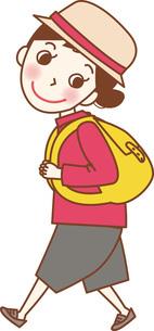 リュックを背負って歩いている若い女性。のイラスト素材 [FYI04941656]