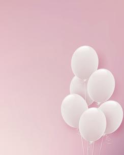 白い風船のピンク背景イラストのイラスト素材 [FYI04941683]