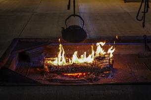 囲炉裏の火焔の写真素材 [FYI04944251]
