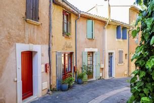 南フランス、プロヴァンス地方のピンクの村ルシヨン2の写真素材 [FYI04944948]