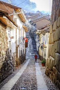 南米ペルー、世界遺産の街クスコの路地の写真素材 [FYI04944952]