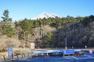 冬の富士山スカイライン(富士宮口)から富士山の眺めの写真素材 [FYI04946397]