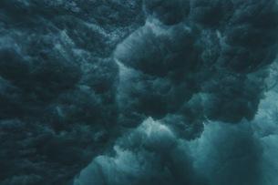 波の裏側の写真素材 [FYI04946479]
