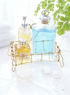 入浴剤とタオルの写真素材 [FYI04946954]