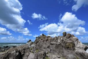 山形県遊佐町の十六羅漢岩の写真素材 [FYI04947467]