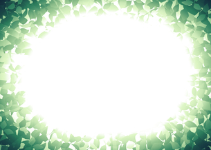 茂みの中から光が差す幻想的な背景イラストのイラスト素材 [FYI04948504]